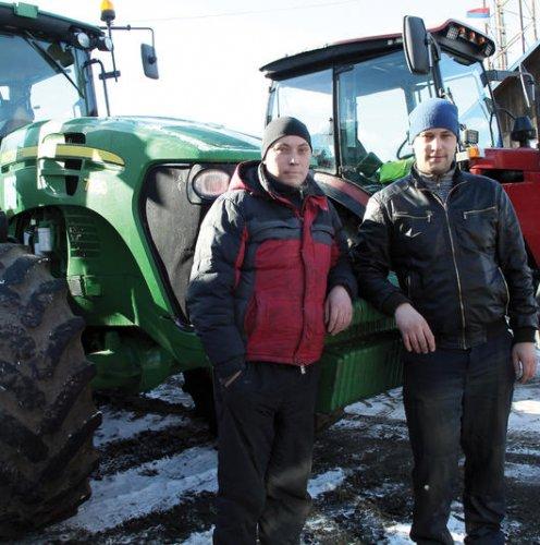 Трактористы братья Юрий и